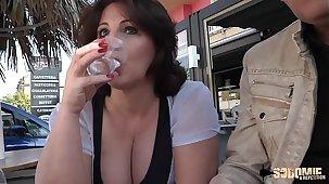Romina, mature mais très salope essaye une bite française