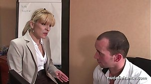 Amateur grown-up blonde anal fucked hard convenient office