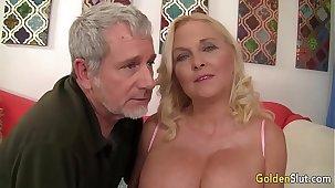 Old indulge Sara Skippers mature sex beamy cock