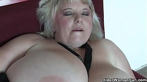 Chunky mature mom with huge tits fucks herself