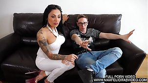 IL PRIMO VIDEO PORNO DI LOLITA RUIZ CON MAX FELICITAS CHE Freeze SCOPA E LE SBORRA Beside GOLA