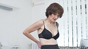 Euro milf Alice Sharp shows how on the same plane is done at the meeting