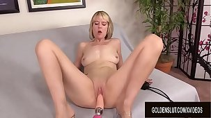Fucking Outfit Makes Granny Jamie Foster Moan Like a Perfect Battle-axe