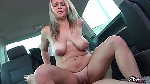 Povbitch Zaira Conner Gets Wild During Hot Car Coition