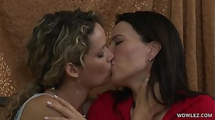 Hot MILF and her Daughter's side Enjoy Lesbian sex