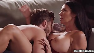 Hot and oversexed neighbor Lucas Dead in one's tracks likes this busylicious MILF Regan Foxxx and hooks up with her and gave her the best fuck be expeditious for her life.