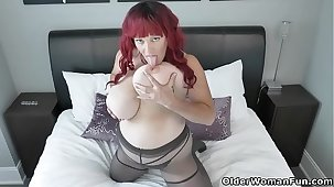 Canadian BBW milf Roxee Robinson will defend your cock hard